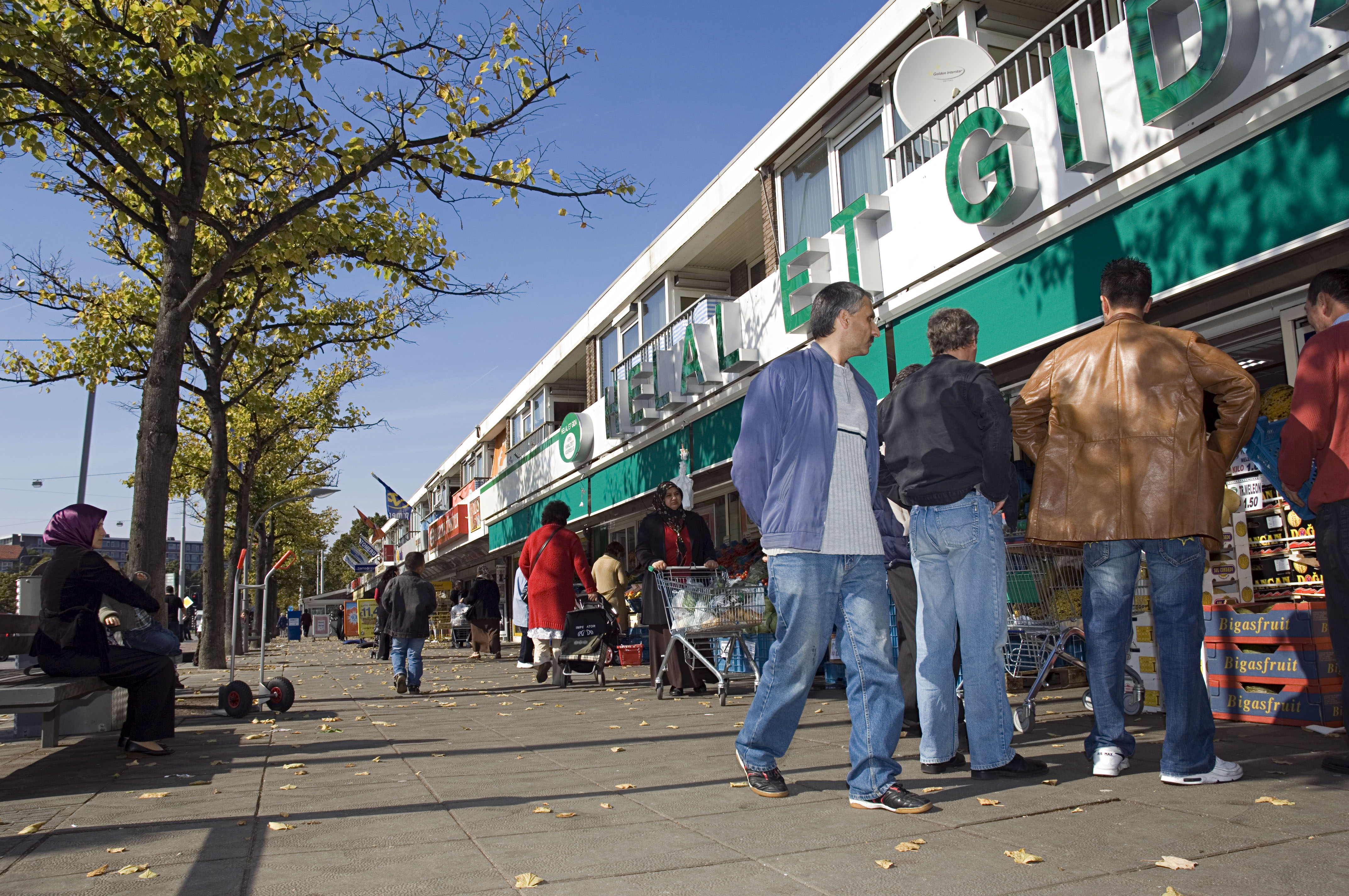 De meest turkse winkelstraat van amsterdam nrc for Turkse restaurant amsterdam west
